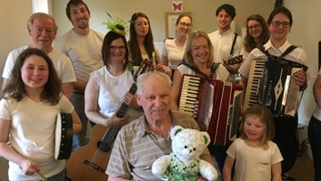 Irish band performs for Residents at Chaseview