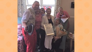 The Beeches Resident recieves Kindness in Care Award