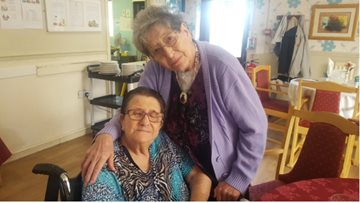 Sisters re-united at Roxburgh House