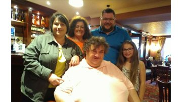 Family members raise over £550 in honour of their late father