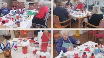 Bath Resident take part in Christmas crafts
