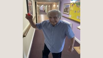 Hole in one for Resident Roy at Oldham care home