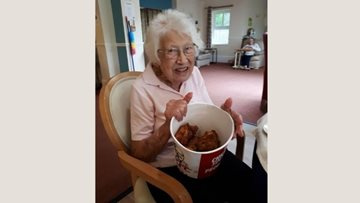 Connie tries Kentucky Fried Chicken for first time